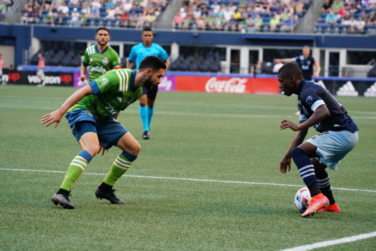 Sounders play to a draw with rival Whitecaps, 2-2