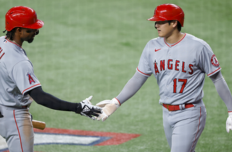 Angels pound 14 hits, rout Rangers, 11-3