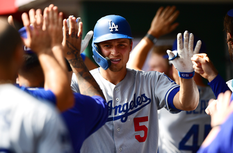 Corey Seager homers, drives in three runs, Dodgers top Reds, 8-5