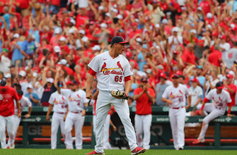 Cardinals win eighth straight and sweep Padres, 8-7