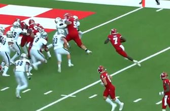 Jordan Mims punches in a one-yard touchdown to give Fresno State a 14-3 lead over Nevada